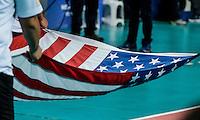 RIO DE JANEIRO, RJ, 17.06.2016 - EUA-IRÃ - Bandeira dos Estados Unidos momentos antes do hino americano, durante a partida válida pela Liga Mundial de Vôlei 2016, na Arena Carioca 1, zona oeste da cidade, na tarde desta sexta-feira, 17.  (Foto: Jayson Braga / Brazill Photo Press)