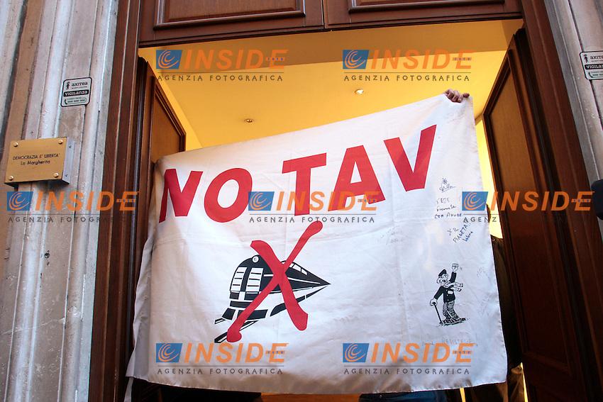 .Roma 01/03/2012 I No Tav occupano la sede del Partito Democratico mostrando una bandiera..Photo Samantha Zucchi Insidefoto