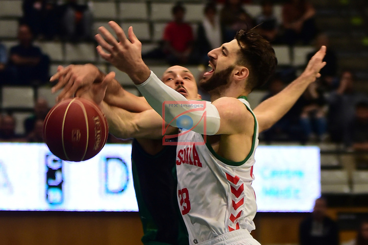 League ACB-ENDESA 2016/2017. Game: 5.<br /> Divina Seguros Joventut vs Baskonia: 83-90.<br /> Luka Bogdanovic vs Tornike Shengelia.