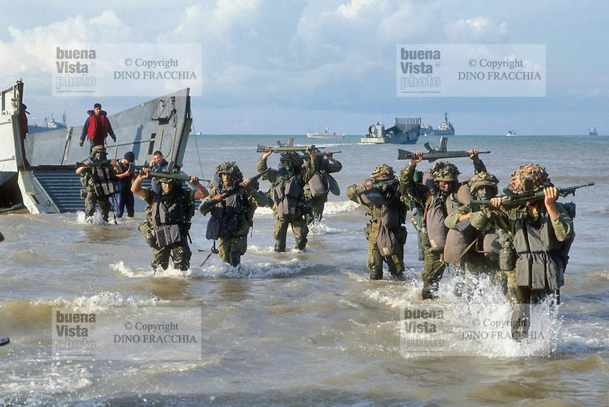 - navy infantry during NATO exercises ....- fanteria di marina durante esercitazioni NATO