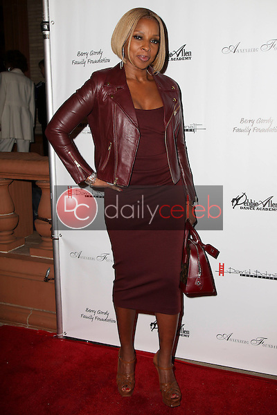 Mary J. Blige<br /> at Debbie Allen's &quot;Freeze Frame&quot; U.S. Premiere, Wallis Annenberg Center for the Performing Arts, Beverly Hills, CA 02-04-16<br /> David Edwards/DailyCeleb.Com 818-249-4998