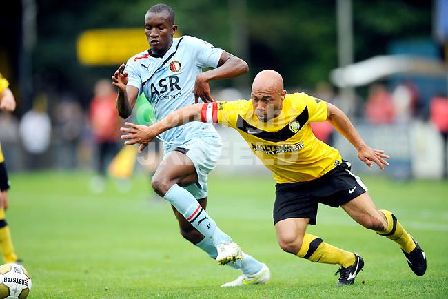 VEENDAM - SC Veendam - Feyenoord , voorbereiding seizoen 2011-2012, 22-07-2011 Veendam speler Angelo Cijntje met Sekou Cisse van Feyenoord (l).
