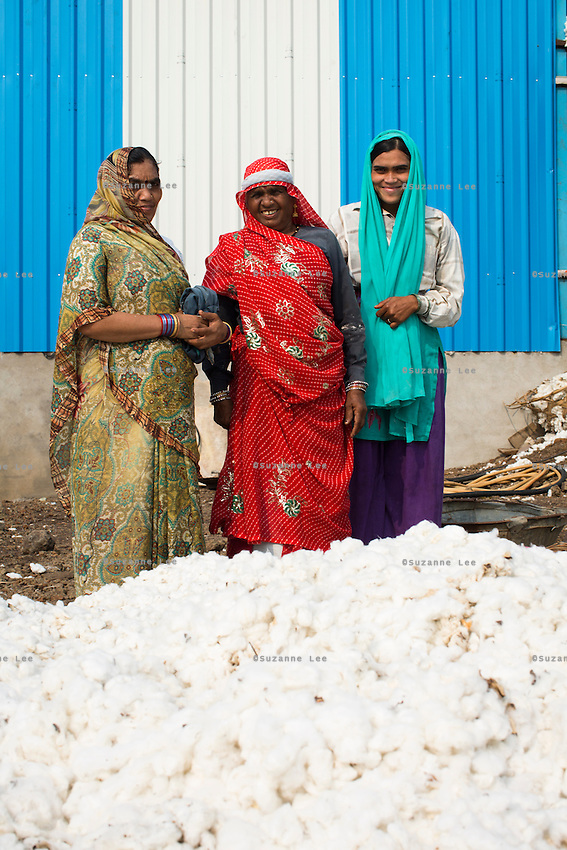 Women workers prepare cotton for ginning at a  ginning factory contracted by Pratibha, a Fairtrade-certified establishment, in Maheshwar, Khargone, Madhya Pradesh, India on 13 November 2014. Photo by Suzanne Lee for Fairtrade