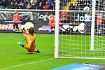 06.10.2019, Commerzbankarena, Frankfurt, GER, 1. FBL, Eintracht Frankfurt vs. SV Werder Bremen, <br /> <br /> DFL REGULATIONS PROHIBIT ANY USE OF PHOTOGRAPHS AS IMAGE SEQUENCES AND/OR QUASI-VIDEO.<br /> <br /> im Bild: Milot Rashica (SV Werder Bremen #7) trifft gegen Frederik Rönnow / Roennow (Eintracht Frankfurt #32) das Tor zum 2:2 per Elfmeter<br /> <br /> Foto © nordphoto / Fabisch