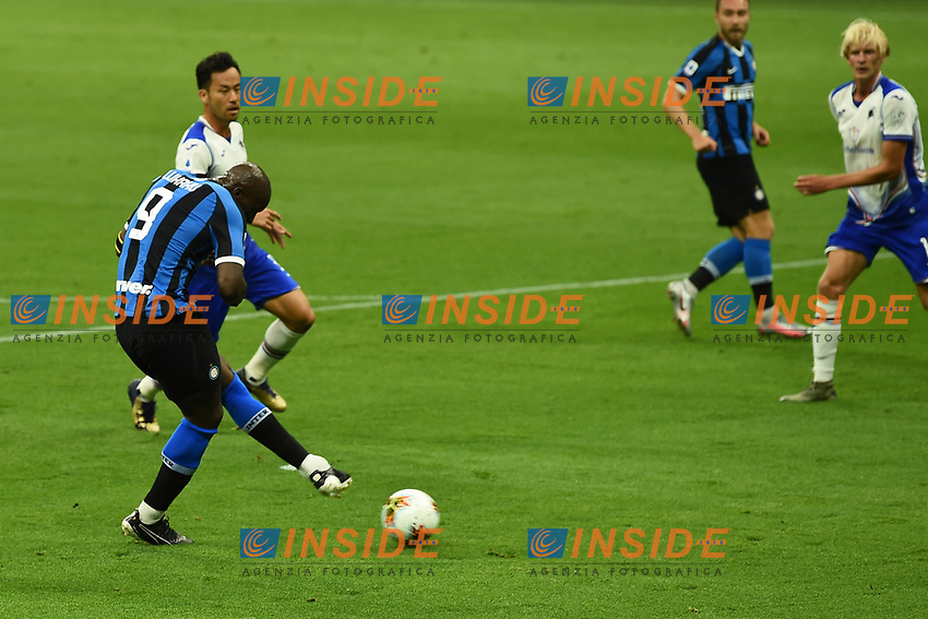 Romelu Lukaku of FC Internazionale scores the goal of 1-0 during the Serie A football match between FC Internazionale and UC Sampdoria at Stadio San Siro in Milano ( Italy ), June 21th, 2020. Play resumes behind closed doors following the outbreak of the coronavirus disease. <br /> Photo Image/Insidefoto