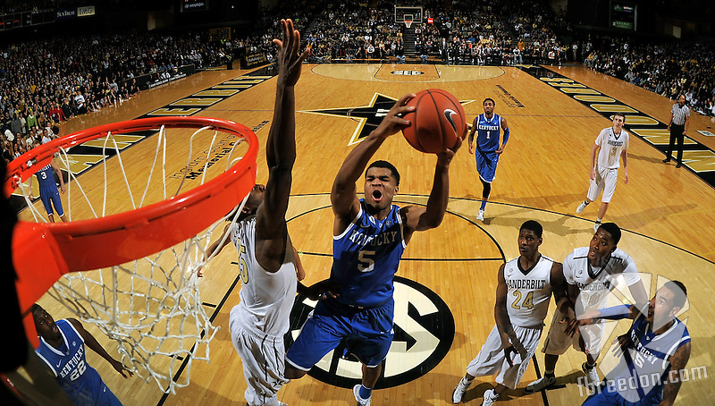 NASHVILLE, TN - JANUARY 11:  (EDITORS NOTE: Image was created using a fisheye lens.) Dai-Jon Parker #24 and Damian Jones #30 of the Vanderbilt Commodores and Willie Cauley-Stein #15 of the Kentucky Wildcats watch Andrew Harrison #5 of the Kentucky Wildcats take a shot against the Vanderbilt Commodores at Memorial Gym on January 11, 2014 in Nashville, Tennessee.  (Photo by Frederick Breedon/Getty Images)