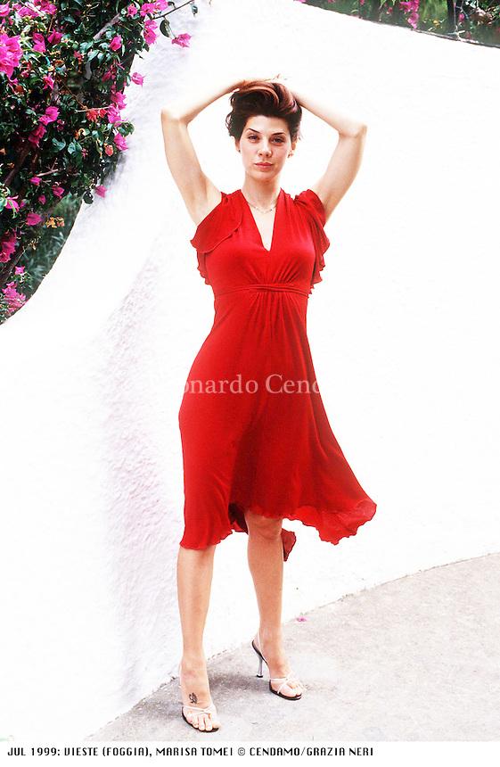 Marisa Tomei (New York, 4 dicembre 1964) &egrave; un'attrice statunitense di origine italiana.<br /> <br /> Nel corso della sua carriera &egrave; stata candidata 3 volte ai Premi Oscar come miglior attrice non protagonista rispettivamente per i film: Mio cugino Vincenzo, In the Bedroom e The Wrestler; vincendolo per il primo film citato. Vieste (Foggia) agosto 1999. &copy; Leonardo Cendamo
