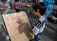 ATENCAO EDITOR: FOTO EMBARGADA PARA VEICULO INTERNACIONAL - SAO PAULO, SP, 22 SETEMBRO 2012 - PRAIA DA PAULISTA - Populares participam das atrações da Praia na Paulista, nas proximidades da Praça do Ciclista, na capital, neste sábado (22). Grupos e entidades se reúnem para a realização de oficinas e ações de protestos promovendo a reflexão sobre o aproveitamento do espaço urbano. Quem estover quiser participar pode trazer cadeiras e instrumentos musicais.FOTO: VANESSA CARVALHO - BRAZIL PHOTO PRESS.