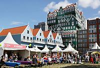 Nederland Zaandam  2017 - Op 2 september vond de allereerste Zaanse UITmarkt plaats. Er werd getoond wat de Zaanstreek te bieden heeft op het gebied van kunst, cultuur en uitgaan. Van jong tot oud, van klassiek tot dance.