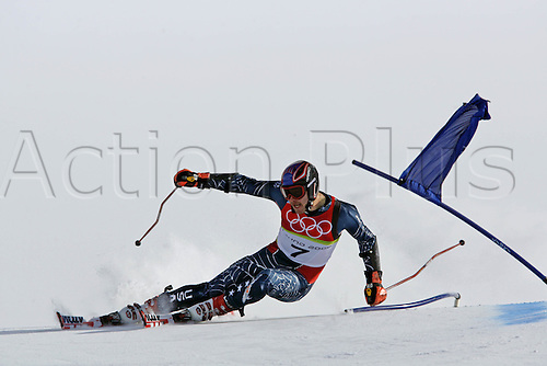 20 February 2006: American skier Bode Miller (USA) skiing during his second run in the Men's Giant Slalom at the Sestriere sub-area Colle during the 2006 Turin Winter Olympics. Photo: Neil Tingle/actionplus..060220 torino male man men ski skiing snow