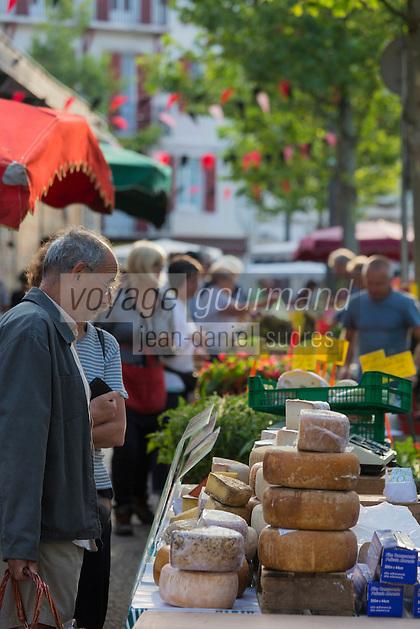 France, Aquitaine, Pyrénées-Atlantiques, Pays Basque, Saint-Jean-de-Luz, le marché , tomes de Brebis  //  France, Pyrenees Atlantiques, Basque Country, Saint Jean de Luz, the market , Ewe cheese