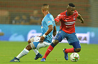 MEDELLIN - COLOMBIA, 09-02-2019: Jesus David Murillo del Medellín disputa el balón con Jhojan Valencia de Union durante partido por la fecha 4 de la Liga Águila I 2019 entre Deportivo Independiente Medellín y Union Magdalena jugado en el estadio Atanasio Girardot de la ciudad de Medellín. / Jesus David Murillo of Medellin vies for the ball with Jhojan Valencia of Union during match for the date 4 of the Aguila League I 2019 between Deportivo Independiente Medellin and Union Magdalena played at Atanasio Girardot stadium in Medellin city. Photo: VizzorImage / Leon Monsalve / Cont