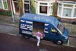 Nederland,Utrecht , 08-12-2008 - Klusjesman bij zijn busje. FOTO: Gerard Til