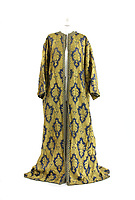 BNPS.co.uk (01202 558833)<br /> Pic: Sworders/BNPS<br /> <br /> A stunning couture gown once owned by the woman who hosted the wedding of Edward VIII and Wallis Simpson has emerged for sale.<br /> <br /> Fern Lombard Bedaux staged the ceremony at her 16th century Chateau de Cande near Tours in west France on June 3, 1937.<br /> <br /> The Duke of Windsor abdicated the throne in December 1936 after just 326 days in power to marry the divorced American socialite.<br /> <br /> Bedaux, the American born second wife of a French millionaire Charles Bedaux, is also said to have organised the newlyweds' controversial visit to Nazi Germany in October 1937 where Edward was pictured doing a Hitler salute.