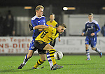 2015-10-17 / voetbal / seizoen 2015-2016 / Lille - Nijlen / Kjell Ven (r) (Lille) houdt Yannick Verstraeten (l) (Nijlen) af