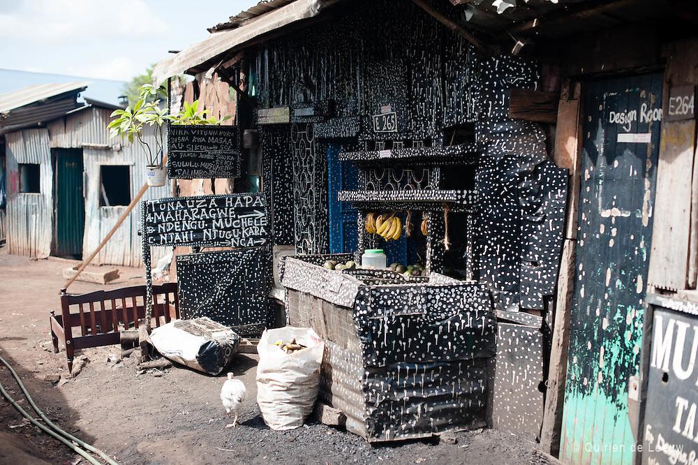 Art and fruits shop - Kibera slum   Quirien de Leeuw fotografie