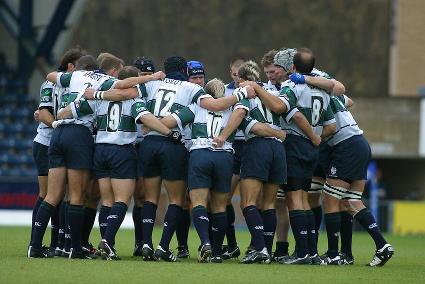 Photo: Jo Caird.Wasps v London Irish.Zurich Premiership 2003/4.19/10/2003..London Irish huddle.