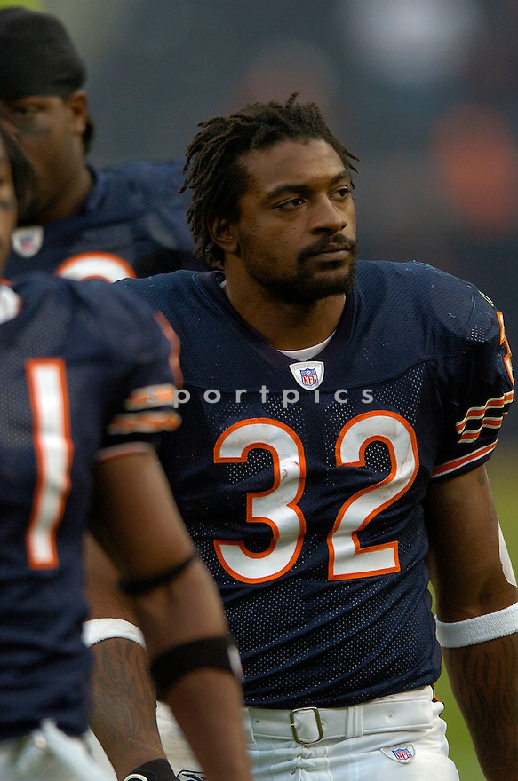CEDRIC BENSON, of the Chicago Bears, in action against the Miami Dolphins on November 5, 2006, in Pittsburgh, PA. ..Dolphins win 31-13..David Durochik / SPORTPICS