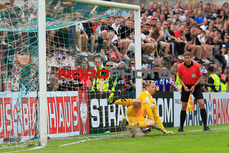 11.08.2019, Stadion Lohmühle, Luebeck, GER, DFB-Pokal, 1. Runde VFB Lübeck vs 1.FC St. Pauli<br /> <br /> DFB REGULATIONS PROHIBIT ANY USE OF PHOTOGRAPHS AS IMAGE SEQUENCES AND/OR QUASI-VIDEO.<br /> <br /> im Bild / picture shows<br /> Einzelaktion/Aktion. Ganze Figur. Einzeln. Freisteller. Torwart Lukas Raeder (VfB Luebeck)<br /> <br /> Foto © nordphoto / Tauchnitz