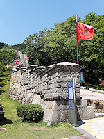 Mauer der Festung-Hwaseong von Suwon, Provinz Gyeonggi-do, S&uuml;dkorea, Asien, Unesco-Weltkulturerbe<br /> Wall of fortress Hwaseong, Suwon, Province Gyeonggi-do, South Korea Asia, UNESCO World-heritage
