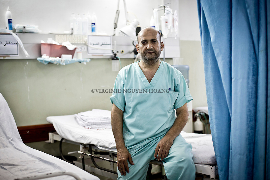 GAZA:GAZA: &quot;The Al Awda hospital lacks of everything,&quot; says the head of emergency services Dr Nassier Rawhis &quot;The hospital survives on donations. During he conflict, all our services to the patients are given for free.  Thanks to donations we can update our equipment but in a war situation , all our savings are used for emergencies, this situation is catastrophic. &quot;<br /> <br /> GAZA: &quot;L'h&ocirc;pital d'Al Awda manque de tout&quot; explique le chef des services des urgences Dr Nassier Rawhis&quot; L'h&ocirc;pital survit gr&acirc;ce &agrave; des dons. En temps de guerre tous nos services aux patiens sont gratuits. Gr&acirc;ce aux dons nous pouvons mettre &agrave; jour notre mat&eacute;riel mais en situation de guerre, toute nos &eacute;conomies sont utilis&eacute;es pour les urgences, cette situation est catastrophique&quot;.