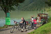 Oesterreich, Oberoesterreich, Haibach ob der Donau, Ortsteil Schloegen: Donau-Radfaehre | Austria, Upper Austria, Haibach ob der Donau, district Schloegen: Danube bicycle ferry