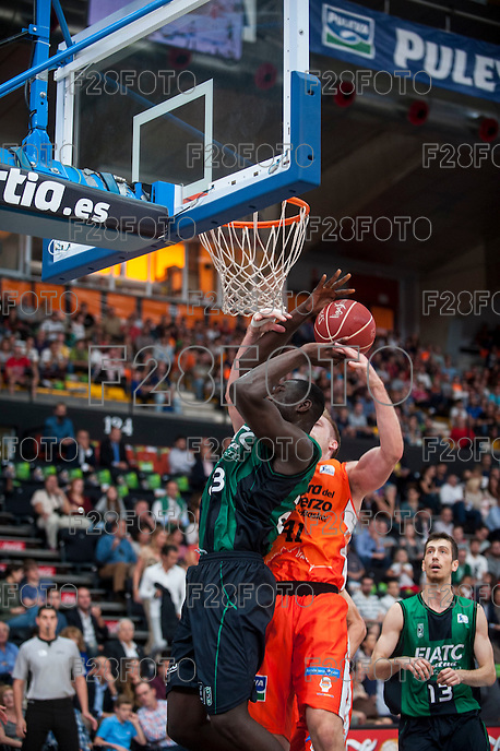 VALENCIA, SPAIN - OCTOBER 18: Paul, Hamilton and Nogues during ENDESA LEAGUE match between Valencia Basket Club and FIATC Joventut at Fonteta Stadium on October 18, 2015 in Valencia, Spain