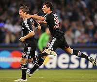 FUSSBALL   CHAMPIONS LEAGUE   SAISON 2011/2012     18.10.2011 SSC Neapel - FC Bayern Muenchen  JUBEL FC Bayern Muenchen: Torschuetze zum 0-1 Toni Kroos (li) mit Mario Gomez