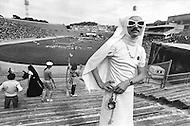 San Francisco, CA &ndash; August 28th 1982<br /> A member of the &ldquo;Sisters of Perpetual Indulgence&ldquo; in full nun regalia attends the games. <br /> San Francisco, Californie, 28 aout 1982<br /> A l&rsquo;ouverture des premiers jeux Olympiques Gays, les &ldquo;S&oelig;urs de la Perp&eacute;tuelle Indulgence&ldquo; veulent se faire remarquer. Elles veulent &ecirc;tre visibles et provoquantes pour faire passer leur message. Ce groupe apporte de l&rsquo;argent et un r&eacute;el r&eacute;confort aux malades du Sida.