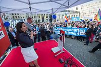 """Kundgebung der Linkspartei am Mittwoch den 18. April 2018 unter dem Motto """"Nein zum Krieg"""" in Berlin vor dem Brandenburger Tor. Mehrere hundert Menschen kamen um Reden von Bundestagsabgeordneten der Partei und Mitgliedern von Friedensinitiativen zu hoeren.<br /> Im Bild: <br /> 27.1.2018, Berlin<br /> Copyright: Christian-Ditsch.de<br /> [Inhaltsveraendernde Manipulation des Fotos nur nach ausdruecklicher Genehmigung des Fotografen. Vereinbarungen ueber Abtretung von Persoenlichkeitsrechten/Model Release der abgebildeten Person/Personen liegen nicht vor. NO MODEL RELEASE! Nur fuer Redaktionelle Zwecke. Don't publish without copyright Christian-Ditsch.de, Veroeffentlichung nur mit Fotografennennung, sowie gegen Honorar, MwSt. und Beleg. Konto: I N G - D i B a, IBAN DE58500105175400192269, BIC INGDDEFFXXX, Kontakt: post@christian-ditsch.de<br /> Bei der Bearbeitung der Dateiinformationen darf die Urheberkennzeichnung in den EXIF- und  IPTC-Daten nicht entfernt werden, diese sind in digitalen Medien nach §95c UrhG rechtlich geschuetzt. Der Urhebervermerk wird gemaess §13 UrhG verlangt.]"""