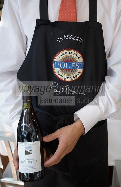 """Europe/France/Rhône-Alpes/69/Rhône/Lyon: Brasserie de Paul Bocuse   """"L'Ouest"""" 1 quai Commerce Nord Service de l'AOC Côtes du Rhone Rouge """"Les Abeilles"""" de Jean-Luc Colombo"""