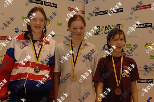 200m wisselslag meisjes '93: vlnr. Heleen Van Gerwen, Jolien Vanhentenrijk en Laura Deconinck