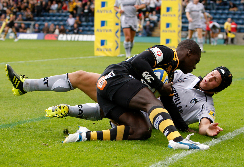 Photo: Richard Lane/Richard Lane Photography. London Wasps v Leicester Tigers. 11/09/2011. Wasps' Christian Wade touches down for a try as Tigers' Billy Twelvetrees challenges.
