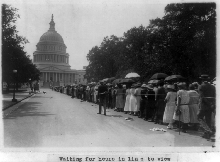 Line of people waiting outside U.S. Capitol to see the remains of the late Warren G. Harding, in the rotunda of the Capitol. August 8, 1923