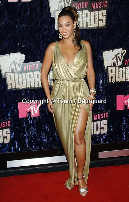 Beyonce Knowles at the MTV vma  Awards at the  at the The Palms Casino Resort in Las Vegas.<br /> <br /> full length<br /> smile<br /> eye contact<br /> gold dress<br /> tunique<br /> leg out