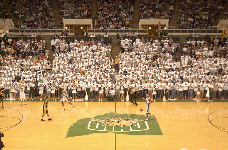 15165The ?O-ZONE? during Basketball VS. Kent State 2002: Photos John McGann