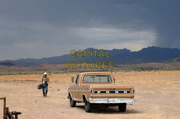 JOSH BROLIN.in No Country for Old Men.*Filmstill - Editorial Use Only*.CAP/FB.Supplied by Capital Pictures.