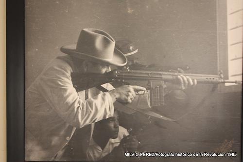 Fotografía tomada por Milvio Pérez, uno de los fotógrafos más destacados en la cobertura de los acontecimientos de la Revolución Constitucionalista y la Guerra Patria de 1965.