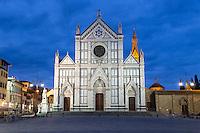 Italy, Tuscany, Florence: Santa Croce church and Piazza Santa Croce at night | Italien, Toskana, Florenz: Kirche Santa Croce und Piazza Santa Croce am Abend