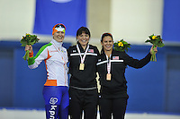 SCHAATSEN: CALGARY: Olympic Oval, 10-11-2013, Essent ISU World Cup, podium 1000m, Lotte van Beek (NED), Heather Richardson (USA), Brittany Bowe (USA), ©foto Martin de Jong