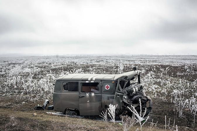 Ausgebrannter LKW nahe Debaltsewo nach dem Abkommen von Minsk zu Beginn des Waffenstillstandes, 15.02.2015/  near Debaltseve after the  Minsk deal at the Begining of ceasefire_15.02.2014