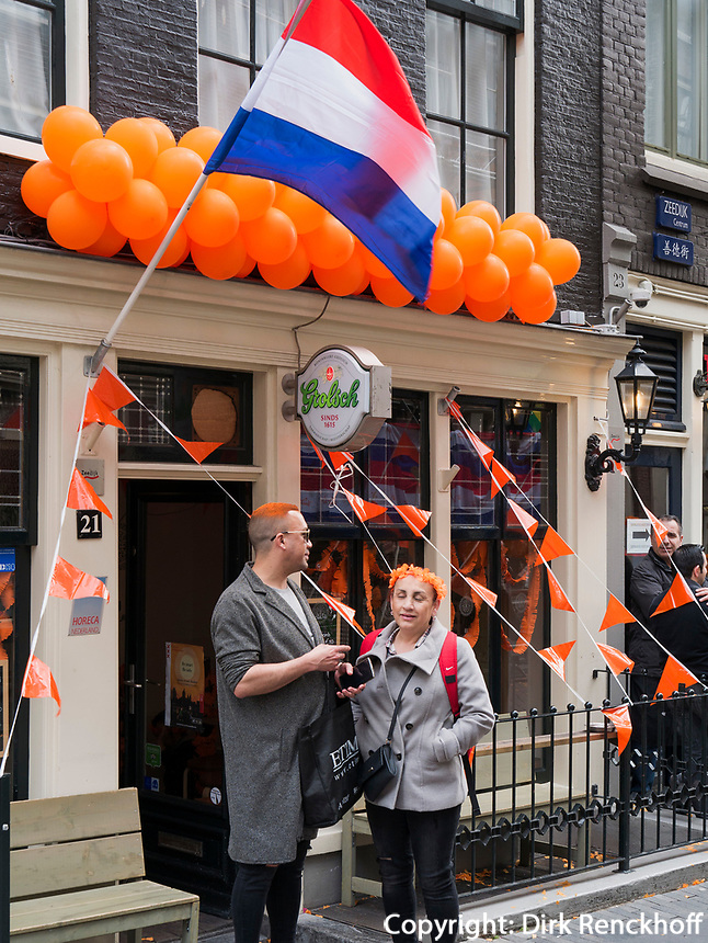am Oudezijdrs Vorburgwal  am K&ouml;nigstag in Amsterdam, Provinz Nordholland, Niederlande<br /> Kings Day at Oudezijdrs Vorburgwal , Amsterdam, Province North Holland, Netherlands