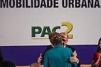 SAO PAULO, SP, 25.10.2013 - DILMA/PAC MOBILIDADE URBANA - A presidente da Republica Dilma Rousseff durante cerimônia de anúncio de investimentos do PAC <br /> Mobilidade Urbana no Palacio dos Bandeirantes regiao sul de Sao Paulo, nesta sexta-feira, 25. (Foto: William Volcov / Brazil Photo Press).