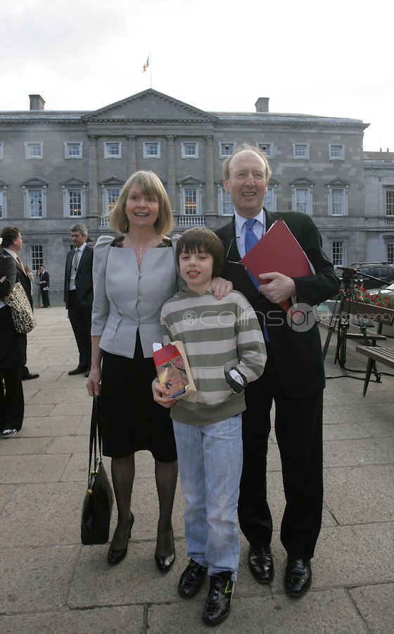 09/03/2011.Shane Ross tD with wife Ruth Buchanan & grandson Tom Webb (10).during the 1st day of the 31st Dail.at Leinster House,  Dublin..Photo: Gareth Chaney Collins