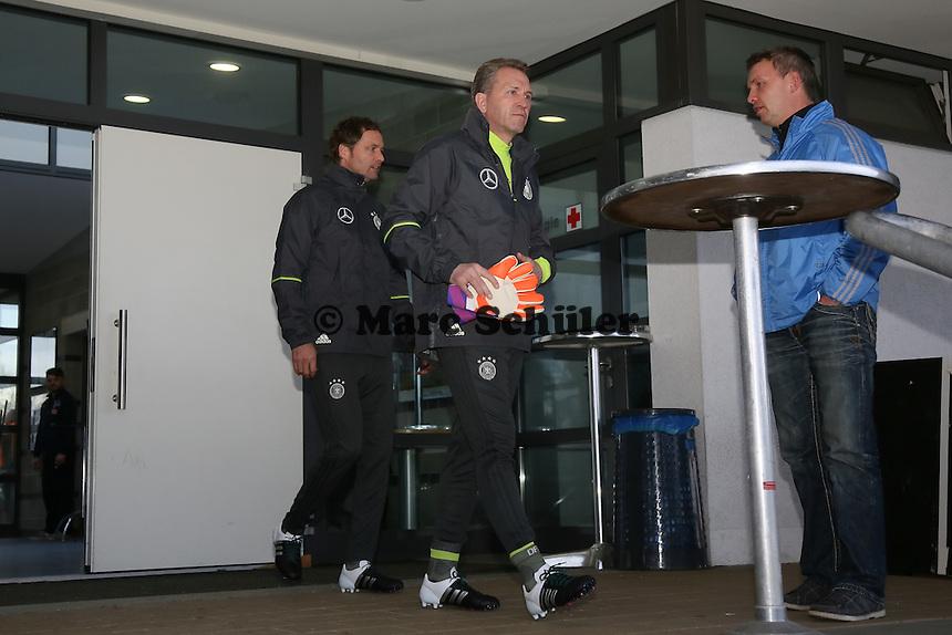 Torwartrainer Andreas Köpke und Co-Trainer Markus Sorg kommen als erster zum Training - Training der Deutschen Nationalmannschaft, Wurfplatz Berlin