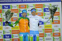SCHAATSEN: HEERENVEEN: 25-10-2014, IJsstadion Thialf, Marathonschaatsen, KPN Marathon Cup 2, Klassementsleider Bob de Vries (#1), Leider Jongerenklassement Robert Post (#48), ©foto Martin de Jong