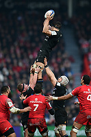 Josh Bayliss of Bath Rugby wins the ball at a lineout. Heineken Champions Cup match, between Stade Toulousain and Bath Rugby on January 20, 2019 at the Stade Ernest Wallon in Toulouse, France. Photo by: Patrick Khachfe / Onside Images