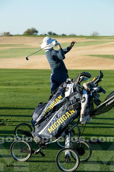 The University of Michigan men's golf team wins the Desert Mountain Classic in Scottsdale, Ariz., on March 5, 2017.