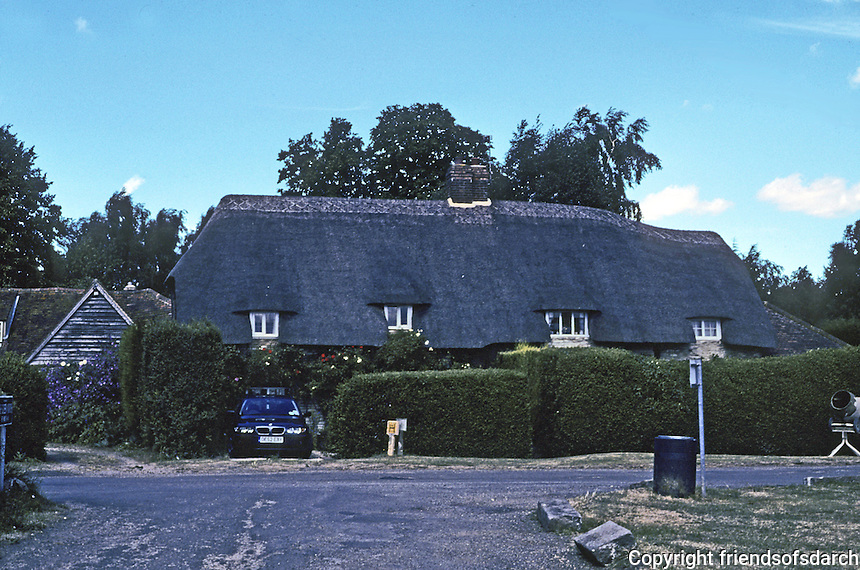 Warborough: Large home in rural setting. Photo '05.