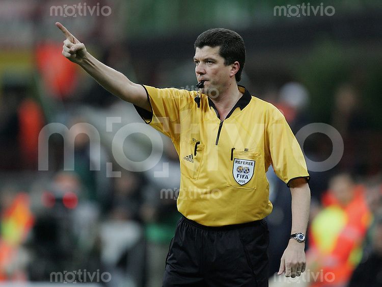 Fussball International Champions League 2004/2005 Achtelfinal Rueckspiel AC Mailand 1-0 Manchester United Schiedsrichter Herbert Fandel (GER)